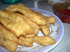 Cahkwe adalah salah satu penganan tradisional Tionghoa. Di Indonesia, cahkwe dijual di toko atau dijajakan oleh pedagang kaki lima di beberapa daerah di tanah air. Sedangkan di daerah lain, Cakhwe disajikan dengan sambal asam cair.