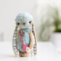 Via Petitevanou, love the ears and her little purse!