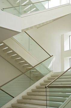 New York - Executive Offices. Railings in extra-clear and safety glass.