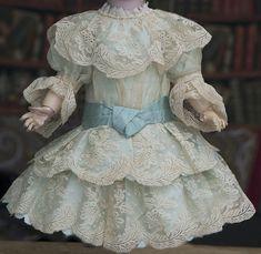 Платье для куклы 55-57 см - на сайте антикварных кукол.