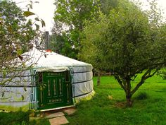 Talton Lodge, Cotswolds, Warwickshire: 1 large Mongolian yurt, 1 tree house-boat, 1 Mongolian yurt, 1 North American tipi which has its own secluded area and campfire, 1 orchard wagon