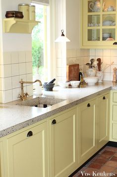 Remodeling Your Kitchen? Dutch Kitchen, Cozy Kitchen, Kitchen On A Budget, Country Kitchen, New Kitchen, Kitchen Dining, Kitchen Cabinet Accessories, Kitchen Decor Items, Kitchen Flooring
