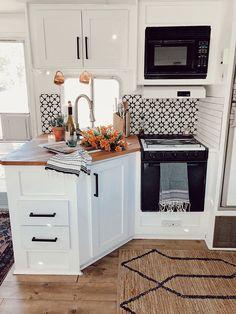 Small Space Squad Home Tour: Arrows and Bow   Jojotastic Rv Living, Tiny Living, Living Room, Casa Magnolia, Kitchen Design, Kitchen Decor, Kitchen Ideas, Rustic Kitchen, 10x10 Kitchen