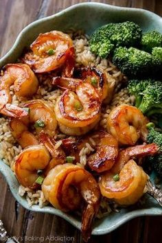 Easy, healthy, and on the table in about 20 minutes! Honey garlic shrimp recipe … Easy, healthy, and on the table in about 20 minutes! Honey garlic shrimp recipe on sallysbakingaddic… Shrimp Recipes Easy, Fish Recipes, Seafood Recipes, Asian Recipes, Dinner Recipes, Cooking Recipes, Healthy Recipes, Shrimp Rice Bowl Recipe, Garlic Shrimp Recipes