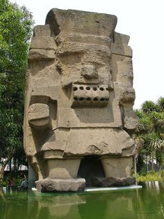 Tlaloc/Chalchitlicue Aztec god of Rain  Estatua de Tláloc a las afueras del Museo Nacional de Antropología e Historia en la Ciudad de México.