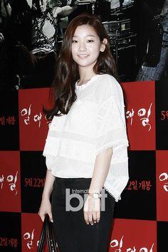 Park So-dam (박소담) - Picture @ HanCinema :: The Korean Movie and Drama Database Park So Dam, Jung Il Woo, Korean Fashion, Women's Fashion, Korean Actresses, Ulzzang Girl, Korean Drama, Red Carpet, Dan