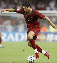 Christiano Ronaldo, one of my favorite soccer players. Ronaldo Football Player, Football Drills, Good Soccer Players, Football Players, Cr7 Portugal, Portugal Soccer, Cristiano Ronaldo Portugal, Cristiano Ronaldo Juventus, Messi And Wife