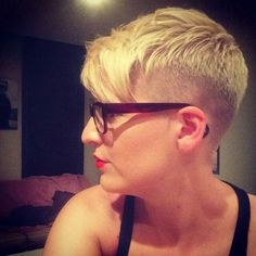 Very Fashionable Pixie Cuts for Ladies - Peinados Pelo Corto Super Short Pixie, Very Short Hair, Short Hair Cuts For Women, Short Hairstyles For Women, Wavy Pixie, Pixie Cuts, Ladies Hairstyles, Summer Haircuts, Summer Hairstyles