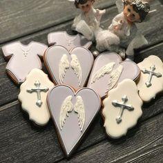 Набор пряников на крестины! В нежных тонах... а знаете ли вы, что пряники с изображением креста нельзя выбрасывать!!!! Либо едим, либо вечно храним!!! Специально узнавала в Храме!!!! Так что, заказывая пряники на крестины, имейте это ввиду (то же и с ангелочками) #пряник #пряники #пряникидетям #пряникназаказ #пряникимосква #пряникиназаказ #пряникиназаказмосква #пряникиимбирные #пряникиручнойработы #пряникнакрестины #крестины #накрестины #печенье #печеньемосква #печеньеназаказмосква…