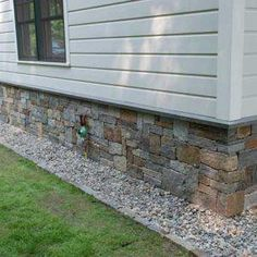 Natural Thin Stone Veneer is fabricated to offer the original beauty that only natural quarried stone can provide but is designed for a lightweight non-structural installation. Stone Veneer Exterior, Stone Siding, Diy Outdoor Fireplace, Casa Patio, House Foundation, House Siding, Exterior Makeover, Exterior Design, Diy Exterior