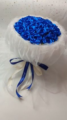 Handmade origami diy lollipop blue rose bouquet Do you end up picking canned food stuff or dry food items? Candy Bouquet Diy, Flower Bouquet Diy, Diy Flowers, Money Bouquet, Handmade Flowers, Paper Bouquet Diy, Origami Bouquet, Lollipop Bouquet, Fabric Bouquet