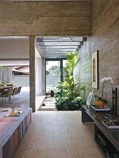 Foto: Concreto, vidro e madeira protagonizam a construção de casa em BH http://abr.ai/1pqwxJS