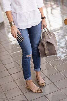 A Perfect White Over 50 Womens Fashion, All Fashion, Fashion Outfits, Jeans Fashion, Looks Jeans, Summertime Outfits, Flats Outfit, Professional Outfits, Sexy Jeans