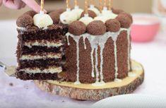 BOLO DE CHOCOLATE ✿ 1 xícara de óleo ✿1 ¹/² açúcar, gosto menos doce, uso 1¹/4xícara ✿ 4 ovo grandes ✿ 200ml de iogurte natural, sem quiser pode substituir por buttermilk ✿ 1¹/² xícara de farinha (peneirada – deixa o bolo mais leve) ✿ 3/4 de...