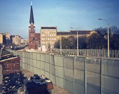 Bernauer Strasse Berlin von Gigant East Germany, Berlin Germany, Berlin Hauptstadt, Brick In The Wall, Berlin Wall, Kirchen, Wonderful Places, The Past, Places To Visit