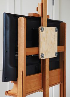 House and home tv diy Easel Tv Stand, Diy Tv Stand, Diy Easel, Wooden Easel, Tv Diy, Deco Tv, Wood Projects, Woodworking Projects, Wooden Tv Stands