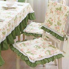 Ideias incríveis para restaurar e proteger os móveis danificados Dining Room Chair Covers, Dining Table Chairs, Room Chairs, Office Chairs, Wood Table, Furniture Covers, Sofa Covers, Table Covers, Cute Desk Chair