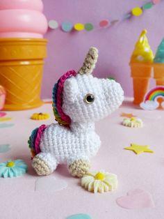03-diy-licorne-crochet-ahookit-kit-patron Kit, Crocheting, Stitches, Knitting Patterns, Knit Crochet, Dinosaur Stuffed Animal, Unicorn, Quilts, Sewing