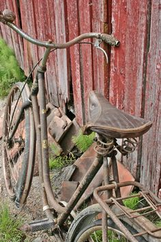 Sprung seat, a bell, and parcel carrier...they don't make cycles like that now!