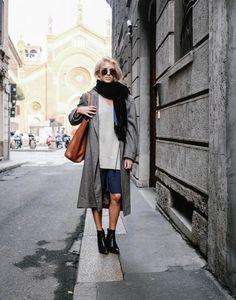 look fashionista com bermuda e maxi casaco cinza
