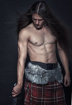 Long haired men you've never seen before : Photo
