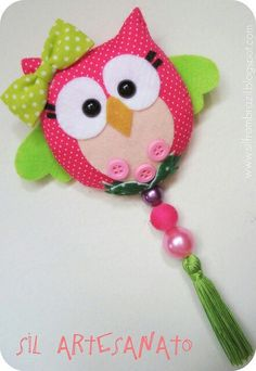 Another cute owl that uses felt, fabric, & buttons/beads Owl Crafts, Diy And Crafts, Crafts For Kids, Arts And Crafts, Felt Owls, Felt Birds, Fabric Crafts, Sewing Crafts, Sewing Projects