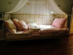 gold room, girl room