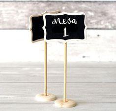 12 formas simples de crear meseros para la boda #Entrebastidores #weddingideas