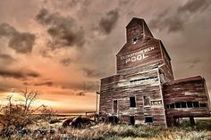 Royalty Free Stock Photos and Images Old abandoned tractor near a grain elevator in the ghost town of Bents in central Saskatchewan, Canada. Canadian Prairies, Largest Countries, Abandoned Places, Abandoned Houses, Ghost Towns, Urban Decay, Tractors, Cool Photos, Grains