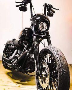 Harley Davidson News – Harley Davidson Bike Pics Harley Davidson Chopper, Harley Davidson Motorcycles, Motorcycle Images, Motorcycle Gear, Honda Fury, Dyna Super Glide, Harley Bikes, Street Bob, Old Bikes