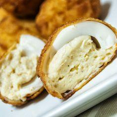 migas y gachas: Huevos empanados con bechamel y queso