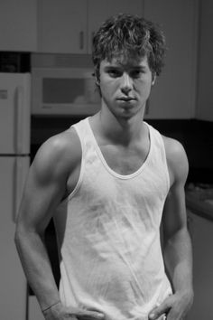 Jeremy Sumpter again. Drool.