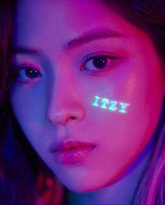 New girlgroup member from itzy - Shin Ryujin (Ryujin) Chuncheon, Kpop Girl Groups, Korean Girl Groups, Kpop Girls, Jeonju, Fandom, Site Photo, Korean Star, Profile Photo