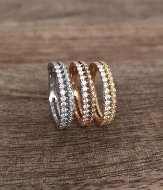 Kaunis kaksirivinen Hecate-sormus! Upea Malmin Korupajan Hecate -rivitimanttisormus. Antiikin Kreikan taikuuden ja yön jumalattaren mukaan nimensä saanutta Hecate-sormusta koristaa kaksi yhteen liitettyä rivistöä, joissa timantit säihkyvät yötaivaan tähtien lailla. Istutuksien siro, pitsimäinen muotoilu henkii vintagea. Suositushinta 1975 €. Malm, Gold Rings, Wedding Rings, Rose Gold, Engagement Rings, Vintage, Jewelry, Enagement Rings, Jewlery