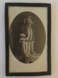 Antikk foto kvinne med norsk kjole