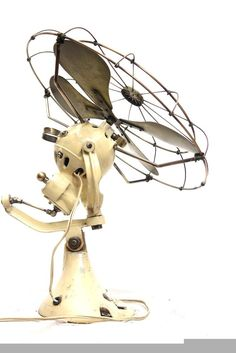the fan is working as seen in the video. it's working check video. it use painting maintained its original parts. Antique Fans, Vintage Fans, Vintage Rock, Vintage Style, Vintage Industrial, Industrial Farmhouse, Industrial Design, Old Fan, Old Technology