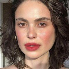 natural makeup looks celebrities Rosy Makeup, Cute Makeup, Pretty Makeup, Skin Makeup, Beauty Makeup, Hair Beauty, Cheap Makeup, Beauty Bay, Baddie Make-up