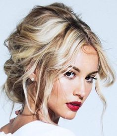 The most perfectly unperfect updo that we ever did see  #ladieswholux #inspo
