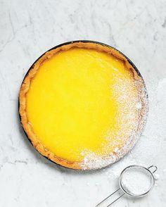 Die Sonne auf dem Mürbeteig: Ein Rezept für die perfekte Tarte au citron (Redaktion: Karin Messerli; Fotos: Nadia Neuhaus; Styling: Karin Aregger) Heft 17