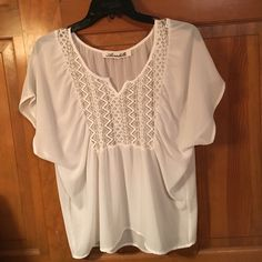 Flowy white top Worn only a couple times. Wicked cute especially in the spring and summer. Sleeve are like the wing type style. Great condition. Francesca's Collections Tops Blouses