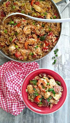 Perfect for a pot luck dinner! This one pot jambalaya brings the flavors of Louisiana to your table in an easy way. Cajun Recipes, Rice Recipes, Cookbook Recipes, Seafood Recipes, Delicious Recipes, Easy Recipes, One Pot Jambalaya Recipe, Holiday Recipes, Dinner Recipes
