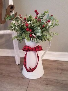 Diy Christmas Decorations For Home, Farmhouse Christmas Decor, Christmas Themes, Christmas Holidays, Holiday Decor, Farmhouse Decor, Diy Christmas Centerpieces, Christmas Decorating Ideas, Christmas Flower Arrangements