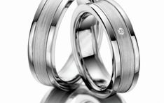 Verighete aur alb MDV915 #verighete #verighete7mm #verigheteaur #verigheteauralb #magazinuldeverighete 50 Euro, Wedding Rings, Engagement Rings, Jewelry, Crystal, Diamond, Enagement Rings, Jewlery, Jewerly