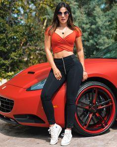 "80.9 mil Me gusta, 647 comentarios - ᗩᑎᗪᖇEᗩ Eᔕᑭᗩᗪᗩ (@andreaespadatv) en Instagram: ""Thank You For 2 Million Followers! Btw, This Ferrari doesn't belong to me; but what belongs to me…"""