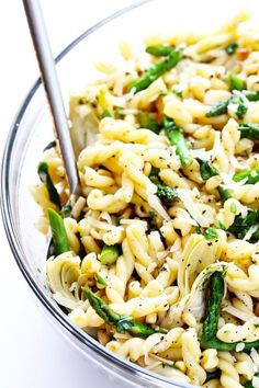 This delicious Lemon Artichoke Asparagus Pasta Salad is super simple to make, and full of the best fresh spring flavors! Asparagus Pasta, Lemon Pasta, Asparagus Bacon, Lemon Asparagus, Basil Pasta, Garlic Pasta, Vegetarian Recipes, Cooking Recipes, Healthy Recipes