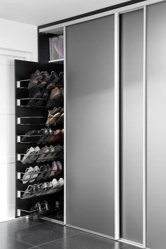 The interior of a beautiful custom made sliding Innenausstattung. The interior of a beautiful custom-made sliding cabinet.