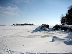 Discover winter in Finland walking on the sea...