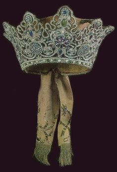 Coruna, a traditional headdress of an unmarried girl from Arkhangelsk Province, Russia. 18th century. #Russian #folk #costume