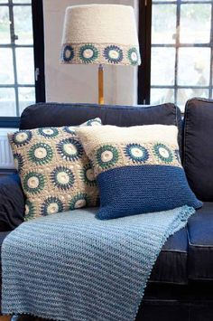 Pt 110 Innenraum - Knit/crochet home decor ✳️ - Crochet Cushion Pattern, Crochet Cushion Cover, Crochet Cushions, Granny Square Crochet Pattern, Crochet Squares, Crochet Blanket Patterns, Crochet Decoration, Crochet Home Decor, Crochet Crafts