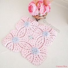 Irish lace, crochet, crochet patterns, clothing and decorations for the house, crocheted. Crochet Box, Crochet Hats, Irish Lace, Sari, Beautiful Crochet, Tree Branches, Doilies, Quilling, Favorite Color